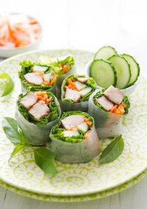 Healthy Garlic Chicken Spring Rolls from @whiteonrice on whiteonricecouple.com